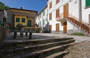 la Piazza S.Giovanni a Biagioni