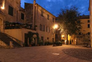 Finalborgo, piazza Santa Caterina