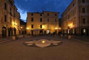 Finalborgo, piazza Garibaldi verso sud