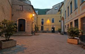 Finalborgo, piazza Sacrestia