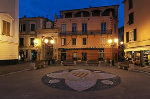 Finalborgo, piazza Garibaldi lato nord