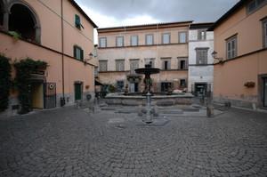 Piazza Bastianini, Tuscania