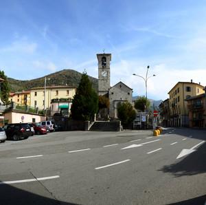 Una piazza davanti a Sant'Antonio