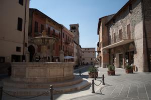 In piazza a Deruta