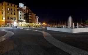 Linee curve in piazza Grande
