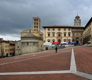 Y ……. in piazza Grande !!!