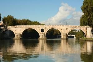 Ponte antico sul Tevere