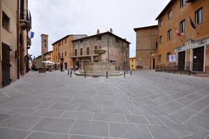 Piazza dei Consoli 1