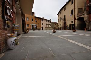Piazza dei Consoli 2