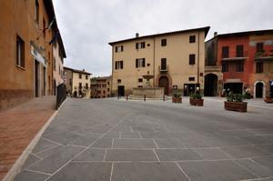 Piazza dei Consoli 5