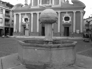 Boves, fontana in Piazza dell'Olmo