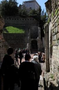 Attraverso le gallerie del teatro romano