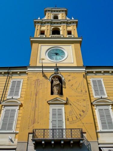 Parma - Meridiana sulla facciata del Palazzo del Governatore