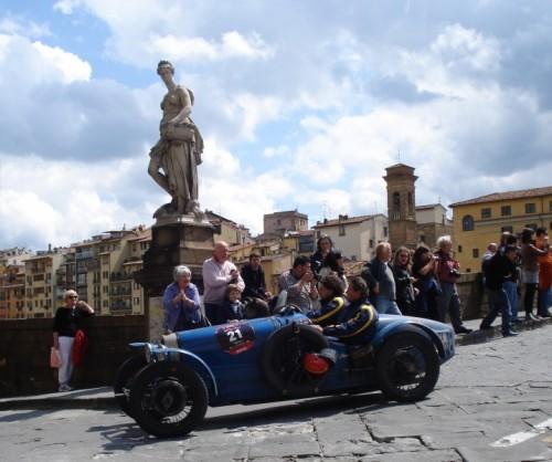 Firenze - Anche la statua è rimasta affascinata ....