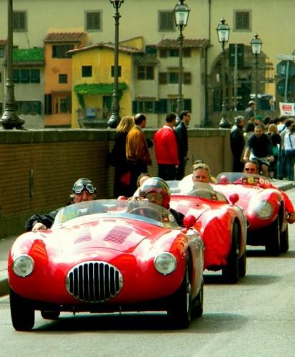 Firenze - Sui lungarni, in fila per tre