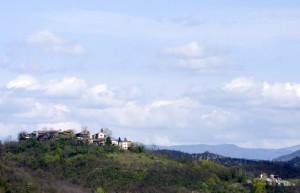 Il paese di Montegioco in primavera