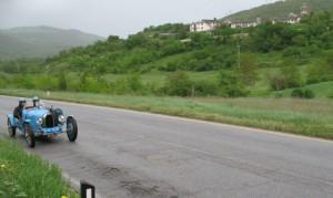 Una Bugatti sulla via Flaminia