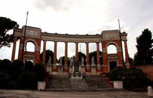 il bellissimo monumento ai caduti a ( MACERATA )
