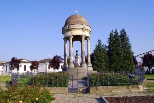 Valle Lomellina - Monumento dedicato a tutti i caduti Vallesi