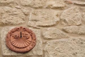 Meridiana di una casa del centro storico di Larino (CB)