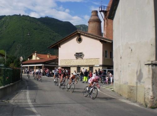 Romano d'Ezzelino - La maglia rosa tira il gruppetto