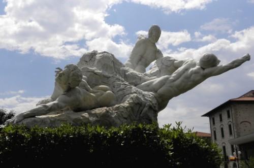 Seravezza - Ai caduti Monumento dello scultore E.Dini