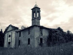 Chiesa diroccata a Lisore.