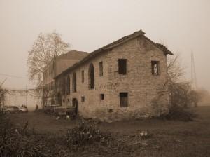 abbandonato nella nebbia