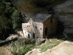 borgata Balma Boves, casa al riparo di una roccia