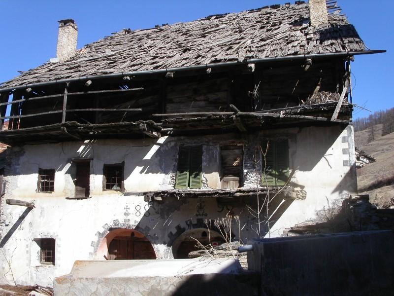 Cesana torinese casa con tetto in scandole di legno - Casa con tetto in legno ...