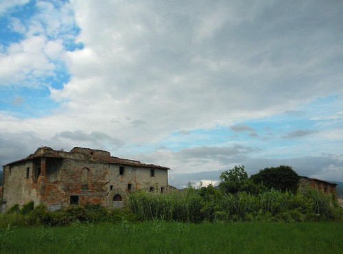 Montemurlo - Quel che rimane della casa e il fienile