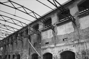 Archi di ferro nel vecchio opificio