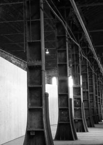 pilastri in ferro dello stabilimento delle Officine Grandi Riparazioni