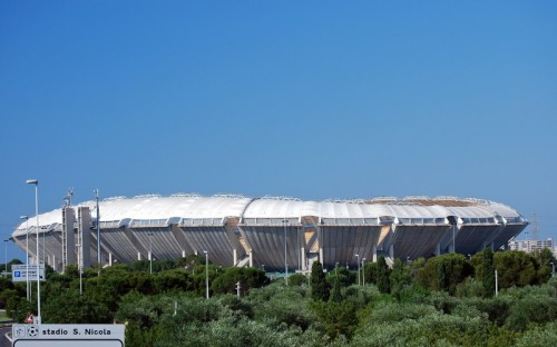 Bari - ... quasi quasi ... parto... (stadio San Nicola di Bari)