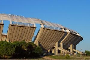 lo stadio San Nicola di Bari baciato dal tramonto