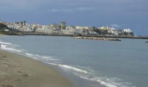 Passeggiando d'inverno sulla spiaggia Chiaia