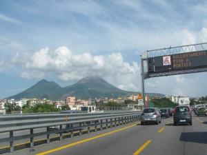 Tra l'autostrada  e il Vesuvio