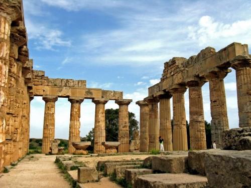 Castelvetrano - Interno Tempio....resti e turisti