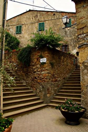 Montescudaio - Piazzetta Tinchi