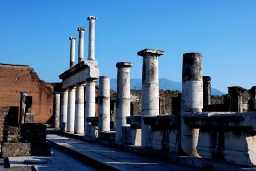 Pompei - Un bianco colonnato