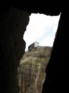 Attraverso la roccia
