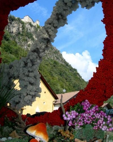 Chiusa - Il monastero trà...i fiori.