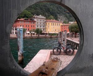 """Un..""""oblo"""" su Riva del Garda"""
