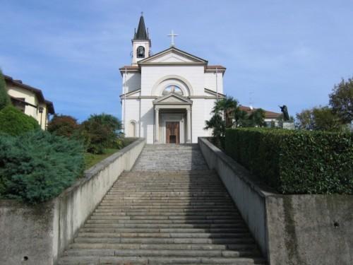 Casnate con Bernate - Su verso la chiesa