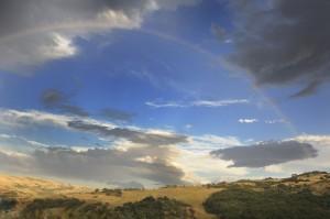 L'arcobaleno tra le colline