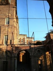Il Castello di Rivoli allo specchio.