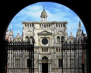 La bella facciata della Certosa di Pavia