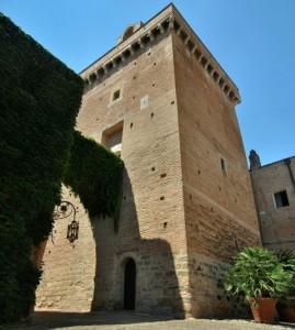 Torre quadrata al castello di San Basilio