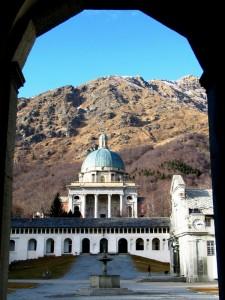 Biella - Oropa, varcata la soglia d'ingresso, il Santuario appare maestoso.