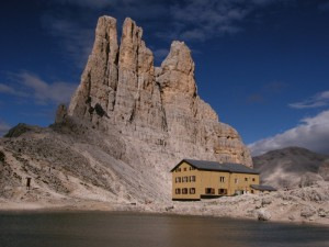 Il rifugio Alberto I e le Torri del Vajolet
